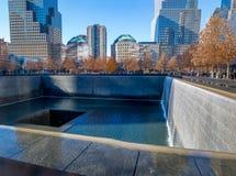 在世界贸易中心爆心投影的9/11纪念品-纽约,美国 免版税库存照片