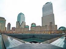 在世界贸易中心爆心投影的9/11纪念品 图库摄影