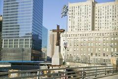 在世界贸易的十字架耸立纪念站点2001年9月11日,纽约, NY 免版税库存照片