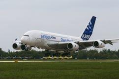 在世界A-380的最大的乘客飞机 免版税库存照片