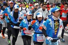 在东京2014年马拉松的赛跑者 免版税库存图片