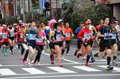 在东京2014年马拉松的赛跑者 库存图片