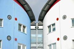 在东伦敦大学学校公寓的建筑细节。 免版税库存照片