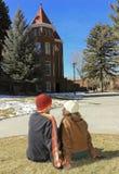 在东北林业大学的一对年轻夫妇 库存图片