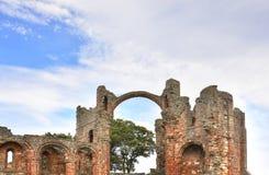 在东北英格兰海岛上的历史的废墟  免版税库存图片