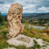 在东北葡萄牙,欧洲晃动雕刻类似俯视一个谷的蜥蜴饮水器 库存图片