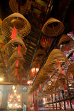 在东华三院文武庙的螺旋香火棍子 免版税库存照片