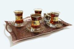 在东方盘子的红茶 免版税图库摄影