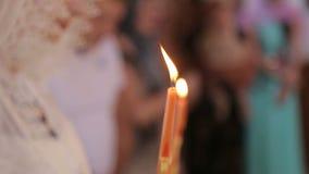 在东正教特写镜头的婚礼蜡烛 股票录像
