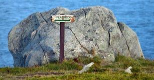 在东海岸足迹,纽芬兰,加拿大的Flatrock标志 免版税库存图片