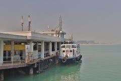 在东涌湾hk的一个码头 免版税库存图片