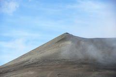 在东爪哇省,印度尼西亚的Bromo火山 并且蓝天 图库摄影