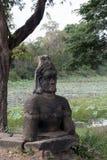 在东部入口的雕象对卜迭色玛寺寺庙 库存图片