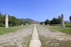 在东部皇家坟茔的中国古老建筑学风景 免版税库存照片