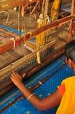 在丝绸行业的纺织品工作 免版税库存照片