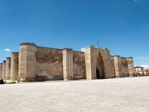 在丝绸之路,土耳其的Sultanhani商队投宿的旅舍 免版税库存图片