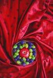 在丝织物的果子感谢葡萄苹果计算机 免版税库存照片