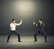 在两个商人之间的争斗 免版税库存照片