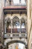在两个大厦之间的阳台在巴塞罗那,西班牙 图库摄影