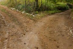 在两的乡下公路分裂 库存图片