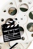 在两35 mm戏院的电影拍板卷与影片垂直 免版税库存图片