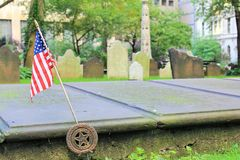 在严重的退伍军人的美国国旗 库存照片