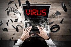 在个人计算机的病毒在工作期间 库存图片