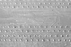 在个人计算机黑色主板的宏观芯片 免版税图库摄影
