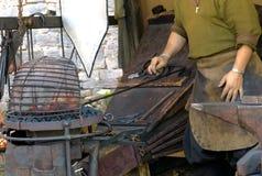 在中世纪伪造的风箱 免版税库存图片