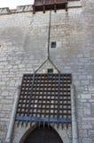 在中世纪城堡的插板闸 免版税库存照片