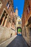 在中世纪城市布鲁基在早晨, 2017年7月08日的比利时的Townhall 图库摄影