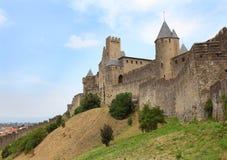 在中世纪城市附近的墙壁 库存图片