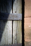 在中世纪堡垒的侧门 免版税库存照片