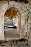 在中世纪宫殿的幻想重建的原始的门在村庄Racos,特兰西瓦尼亚 免版税库存图片