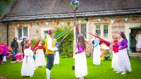 在中世纪市场期间的传统英国舞蹈在米尔顿阿拔斯,英国 免版税库存图片