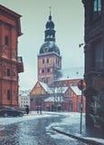 在中世纪市的早晨视图里加,拉脱维亚 免版税图库摄影