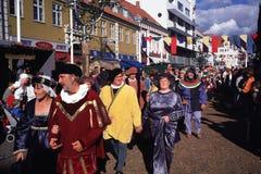 在中世纪节日的游行 免版税库存图片