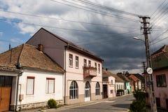 在中世纪街道上的老房子在锡比乌盐矿镇 免版税库存图片