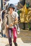 在中世纪衣裳打扮的人们 图库摄影