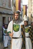 在中世纪衣裳打扮的人们 免版税库存照片