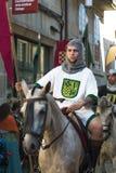在中世纪衣裳打扮的人们 免版税图库摄影