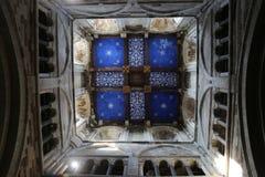 在中世纪高耸的被绘的天花板 免版税库存照片