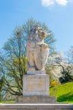 在中世纪鲁布林城堡附近的狮子雕塑 免版税库存图片