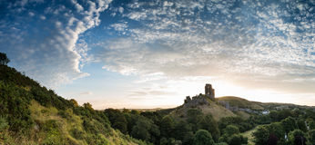在中世纪cas全景风景的美好的夏天日出  免版税库存图片