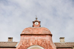 在中世纪castel的老钟楼 图库摄影