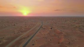 在中东沙漠的日落 股票视频