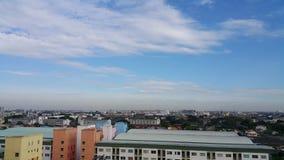 在中午的都市风景 免版税库存图片