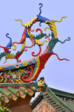 在中国传统寺庙的精心制作的房檐 免版税图库摄影