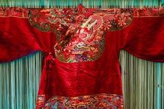 在中国传统风格的锦缎服装 免版税库存图片