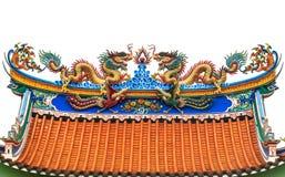 在中国寺庙屋顶的双重龙 库存照片
